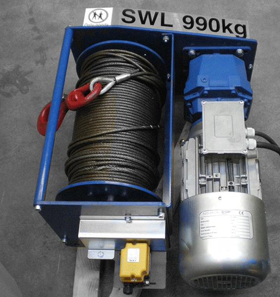 Foto einer fertig montierten Hubwinde von Dromec mit einer SWL von 990 kg